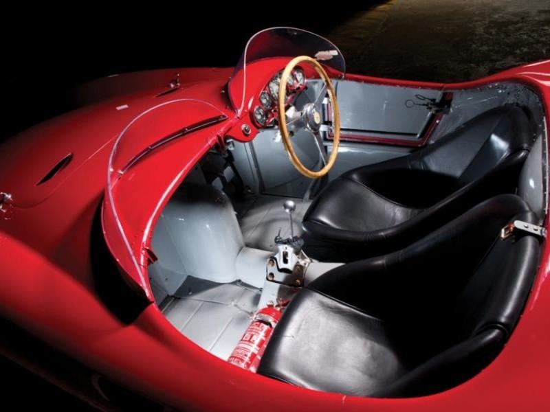 Черный салон Ferrari 750 Monza