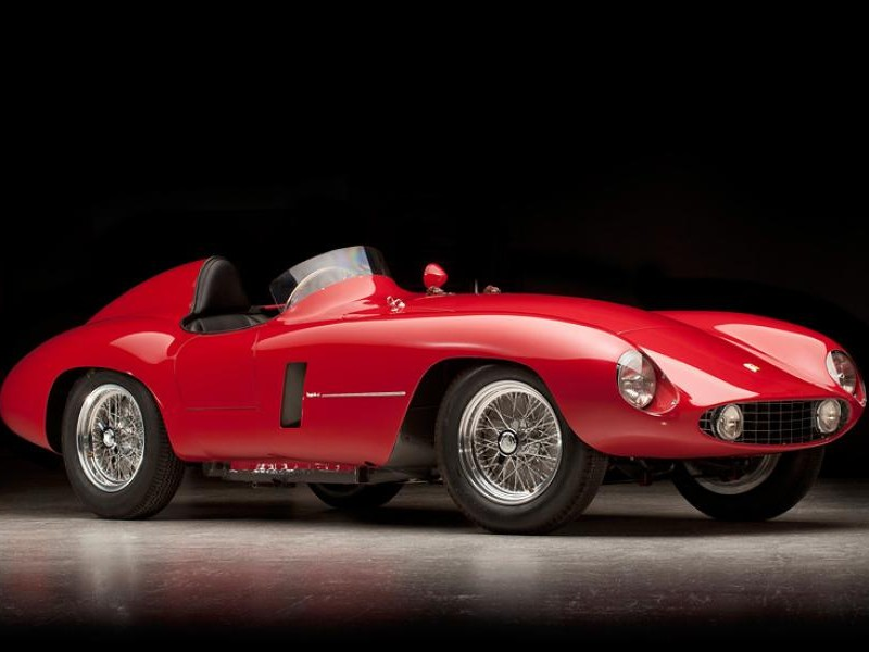 Красный Ferrari 750 Monza вид сбоку