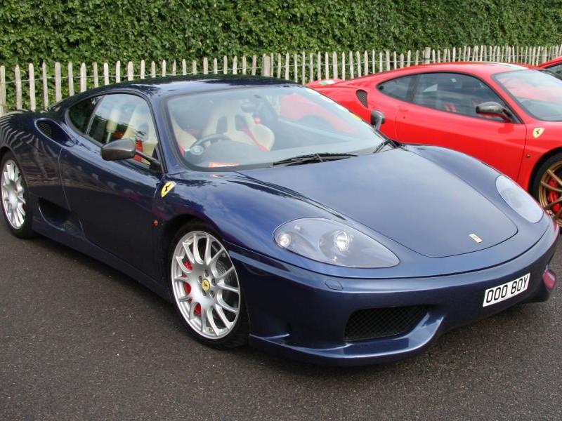 Синий купе Ferrari F360