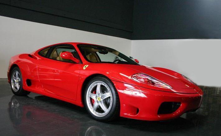 Красный купе Ferrari F360 вид сбоку