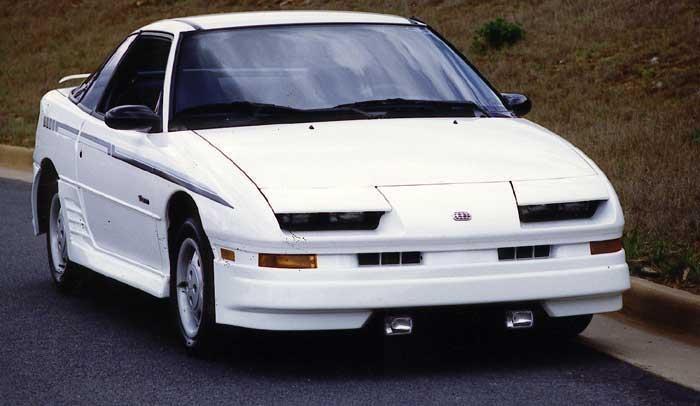 Белый купе Geo Storm вид спереди