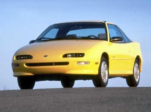 Желтый купе Geo Storm вид спереди