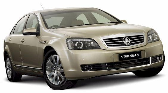 Серебристый седан Holden Statesman 2008