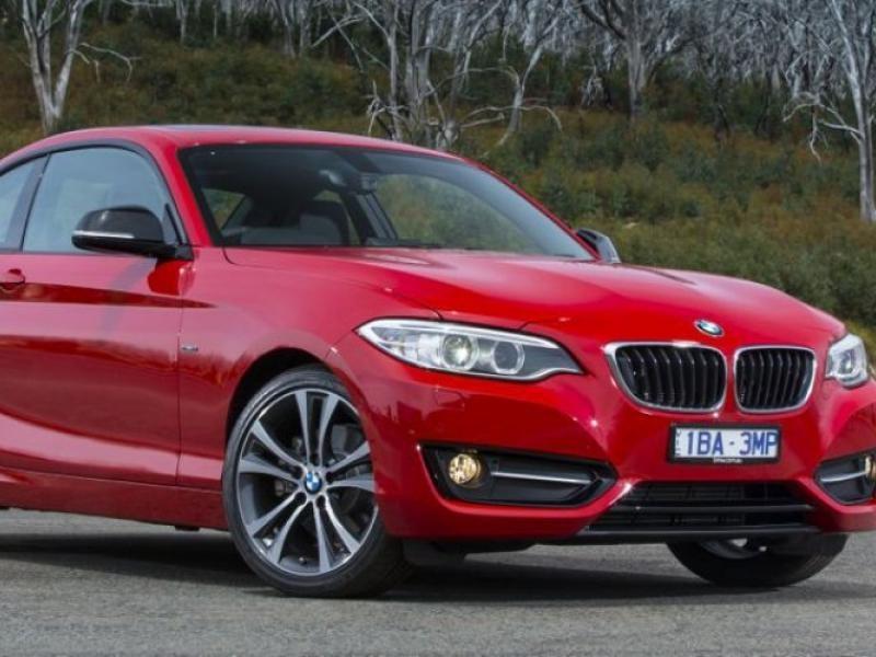 Красный купе BMW 2 Series