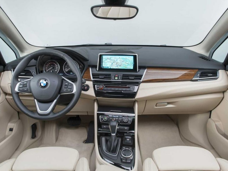 Бежевый салон, руль, консоль BMW 2 Series