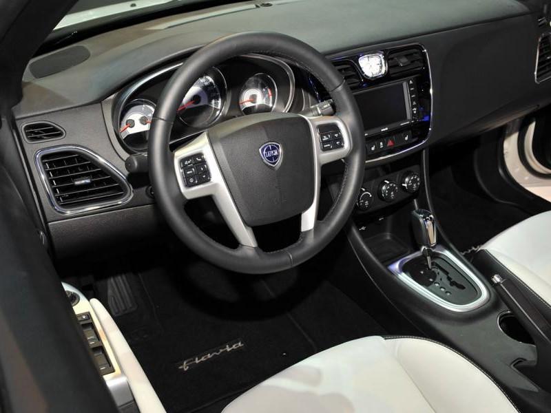 Руль, коробка передач, консоль Lancia Flavia Cabrio