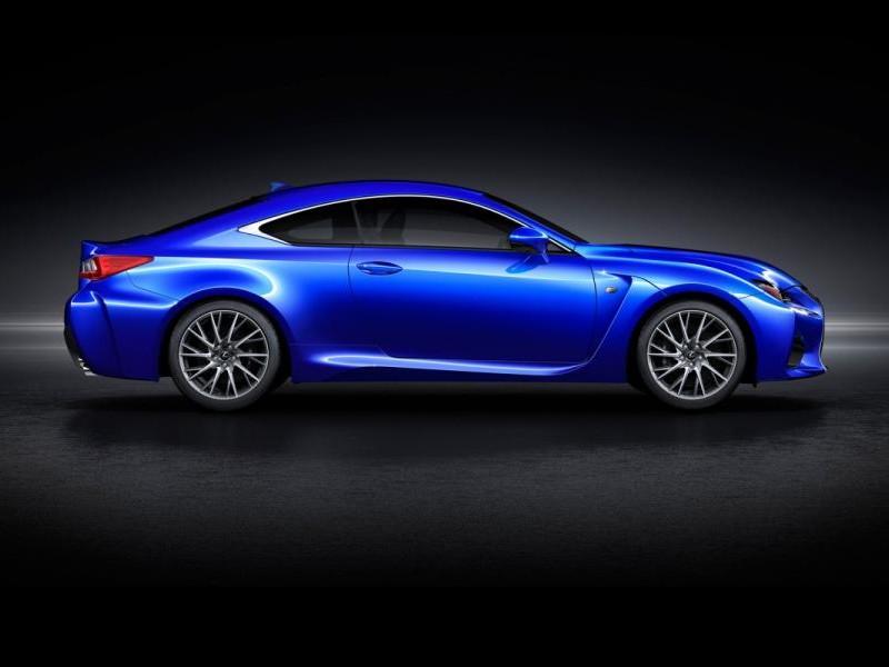 Синий купе Lexus RC вид сбоку