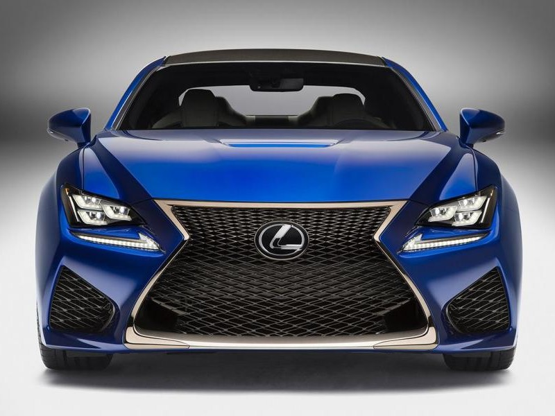 Синий купе Lexus RC вид спереди