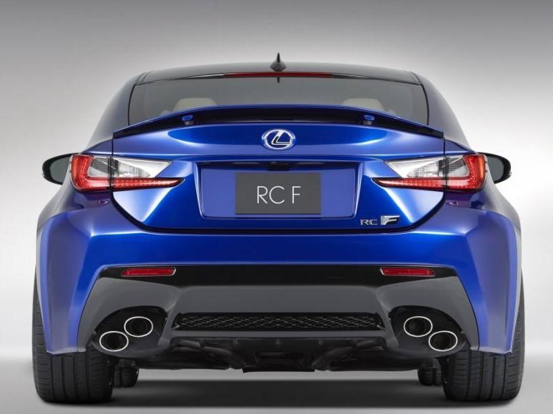 Синий купе Lexus RC F вид сзади