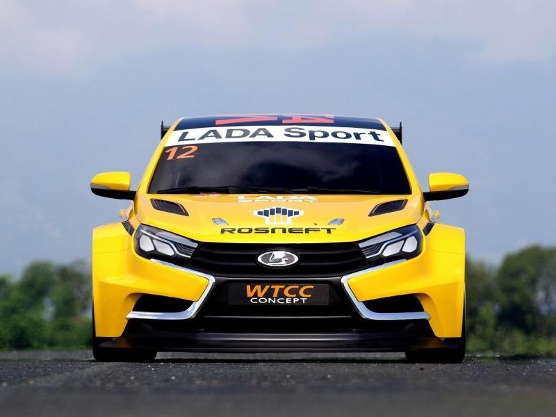 Желтый концепт Lada Vesta вид спереди