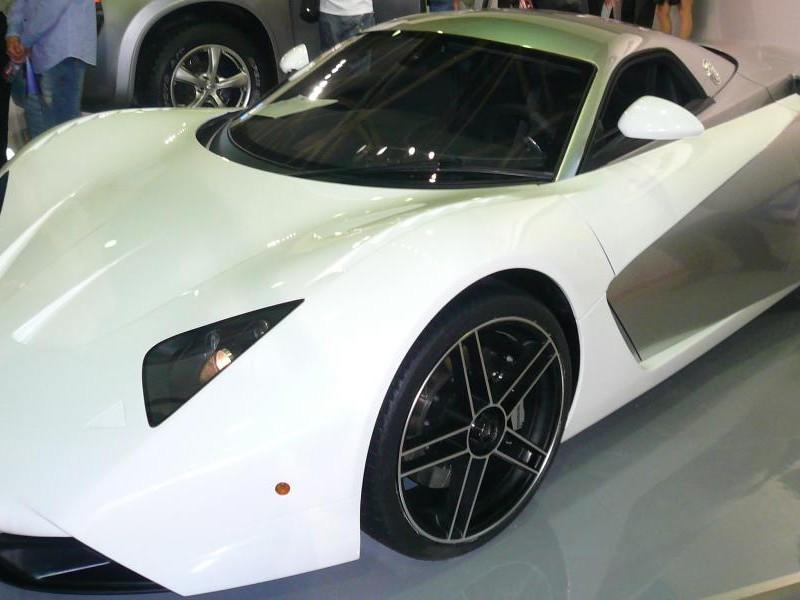 Белый купе Marussia B1