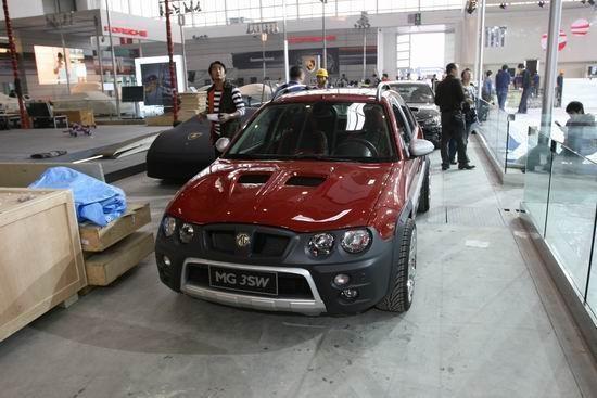 Красный хэтчбек MG 3SW вид спереди