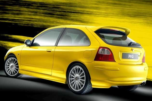 Желтый хэтчбек MG X30 вид сбоку