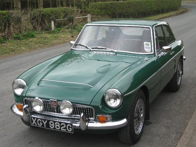 Зеленый MG C GT вид спереди