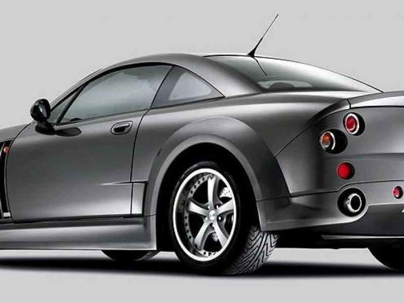 Серебристый купе MG Xpower SV вид сбоку