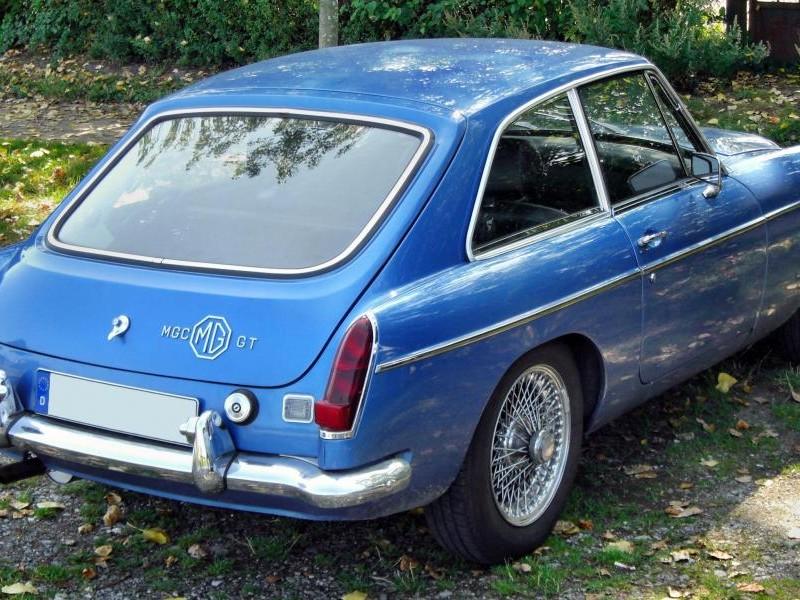 Синий MG C GT вид сзади