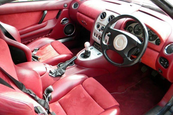 Красный салон MG Xpower SV