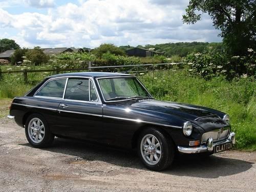 Черный MG C GT вид сбоку