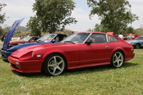 Красный купе Nissan 280ZX вид сбоку