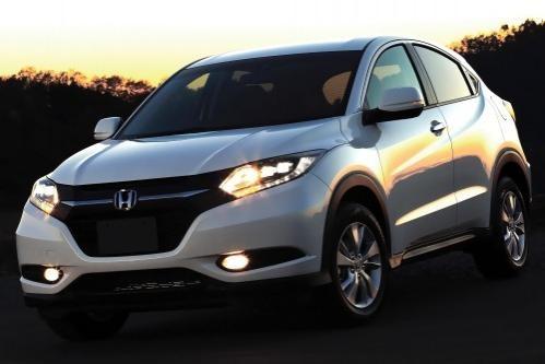 Белый кроссовер Honda HR-V