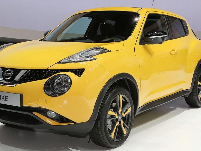 Желтый кроссовер Nissan Juke 2015