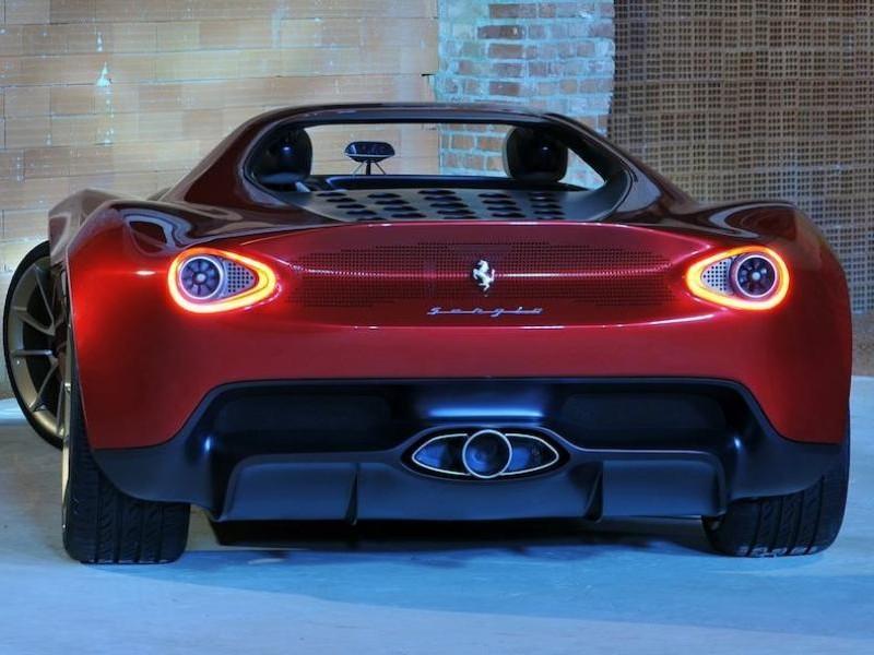 Концепт Ferrari Sergio вид сзади