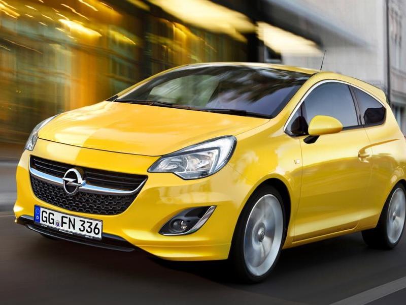 Желтый хэтчбек Opel Corsa 2015