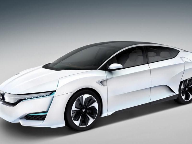 Белый Honda FCV 2015 вид сбоку