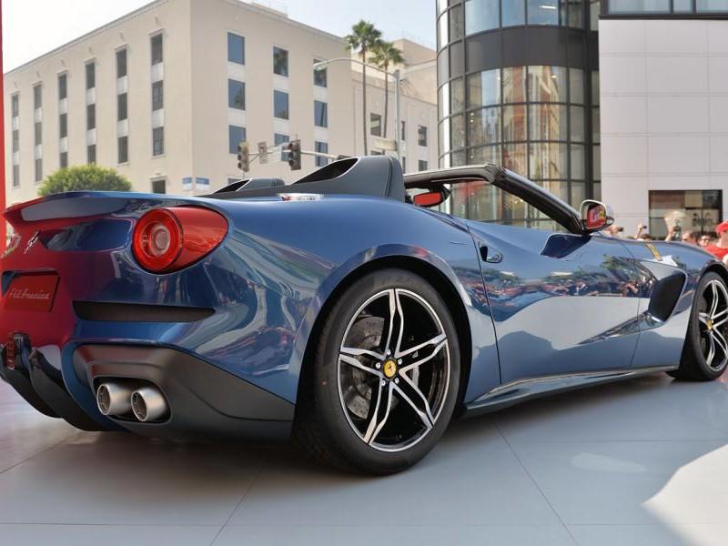 Ferrari F60 America 2015 вид сбоку