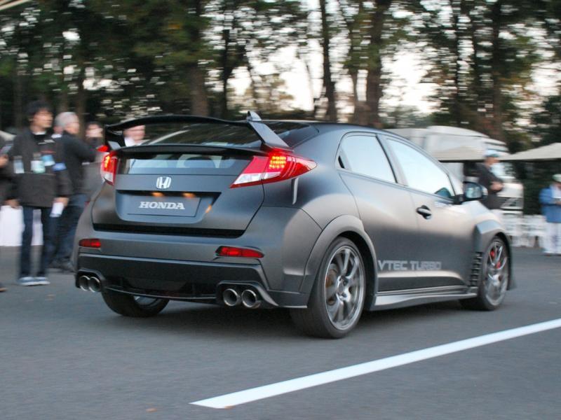 Серебристый Honda Civic Type R 2015