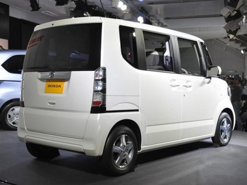 Белый Honda N-Box Splash