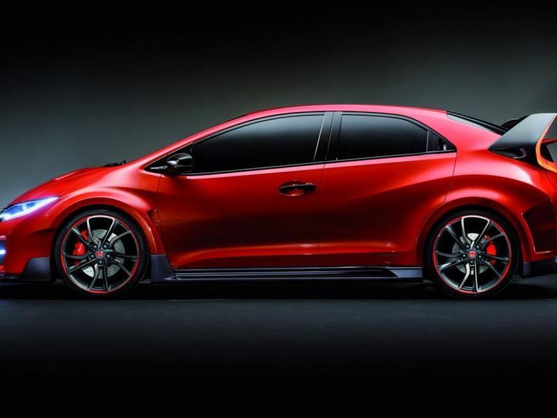 Красный Honda Civic Type R 2015 вид сбоку