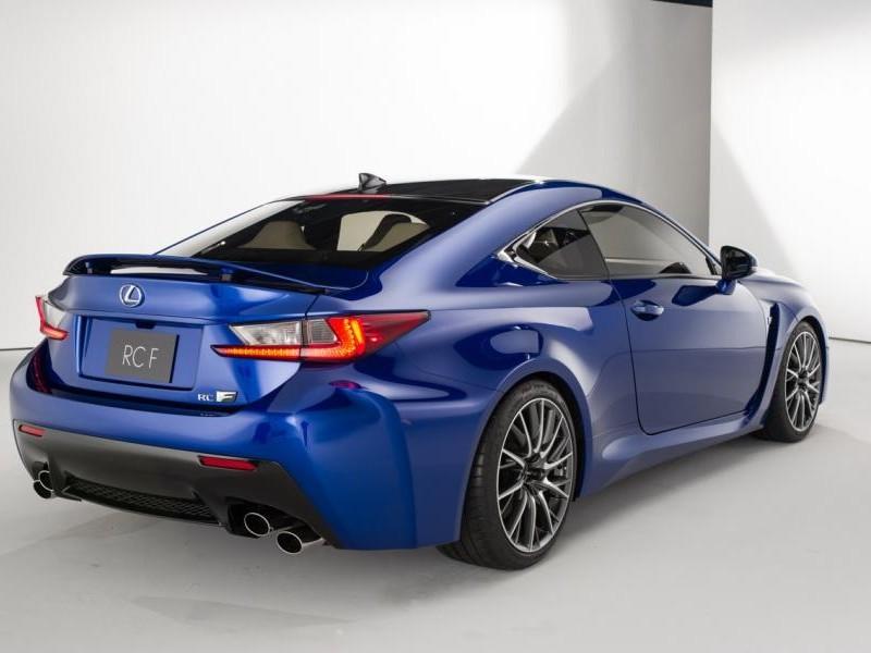 Синий Lexus RC F Coupe, вид сзади