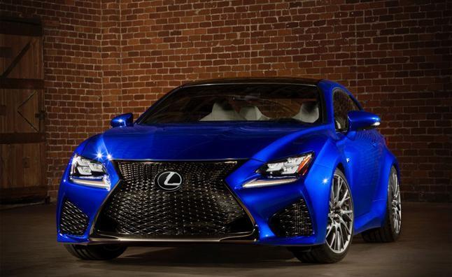 Синий Lexus RC F Coupe вид спереди