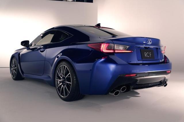 Синий Lexus RC F Coupe вид сзади