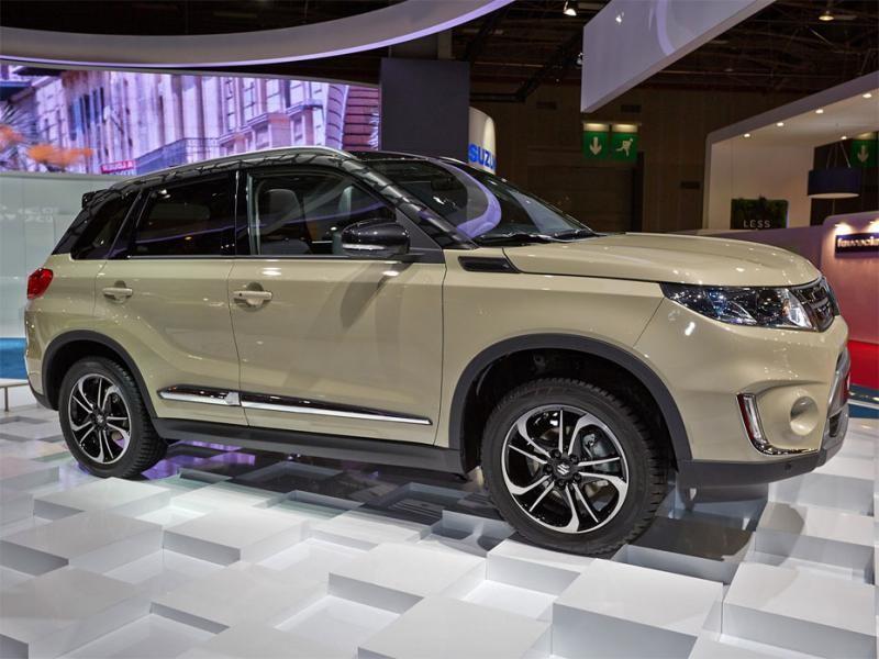 Suzuki Vitara 2015 вид сбоку