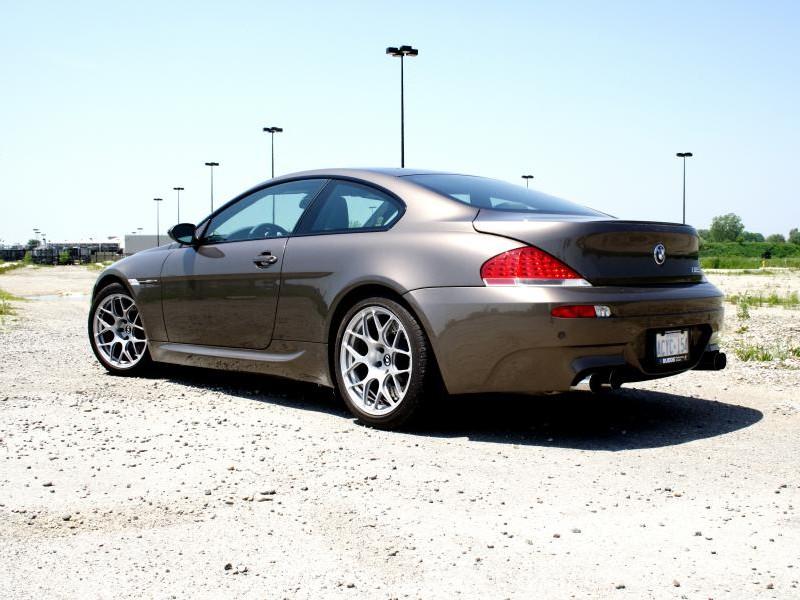 Серебристый BMW M6 2015