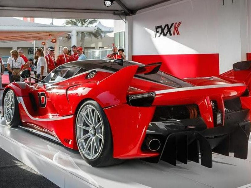 Ferrari FXX K, суперкар вид сзади