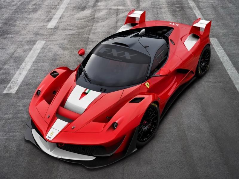 Суперкар Ferrari FXX K вид спереди