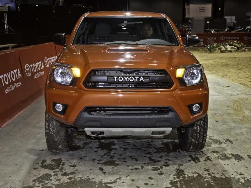 Пикап Toyota Tacoma 2015 вид сбоку