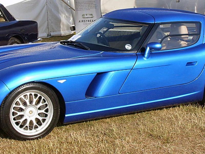 Синий купе Bristol Fighter T вид сбоку