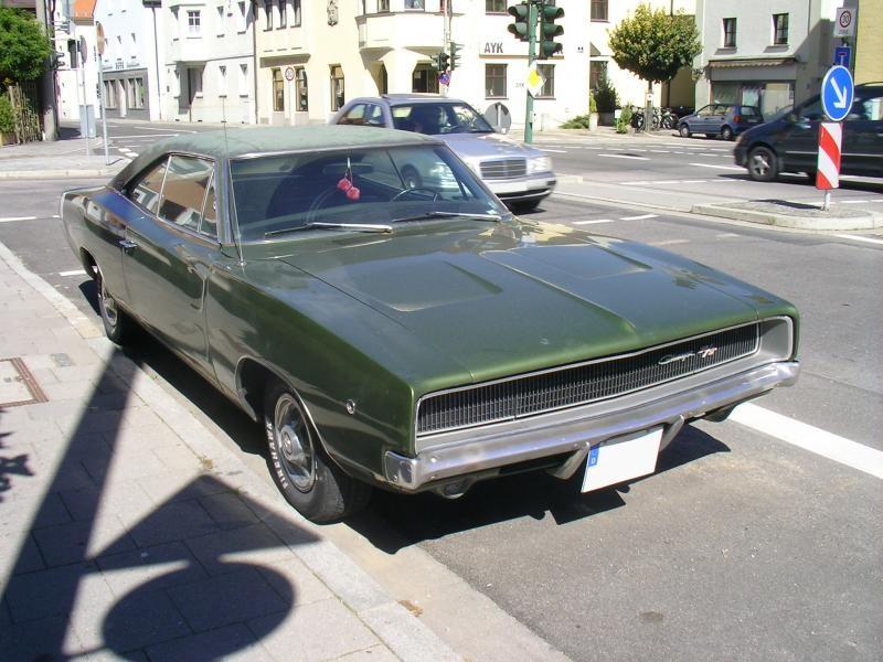 Зеленый Dodge Charger RT 1968