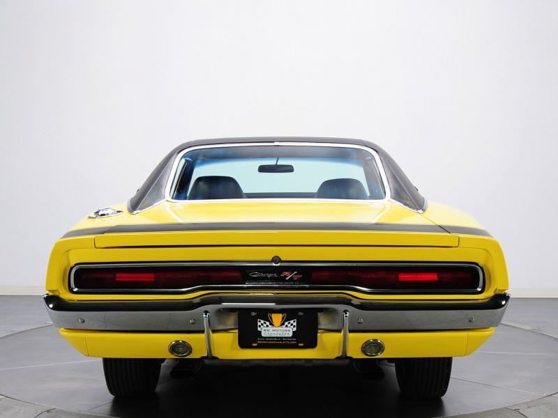 Желтый Dodge Charger RT Race Hemi 1970 вид спереди