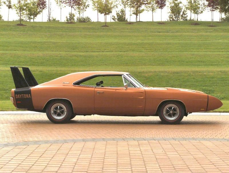 Dodge Charger Daytona 1969 вид сбоку