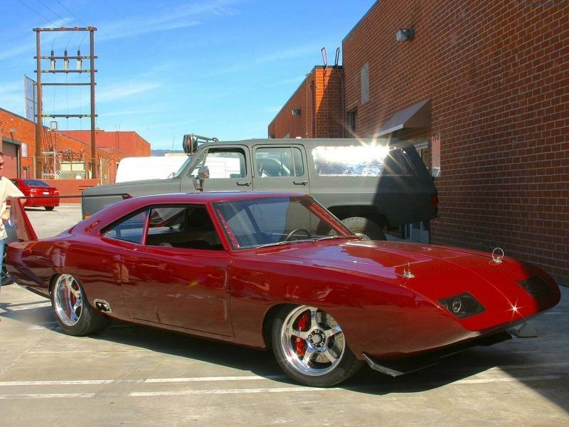 Красный Dodge Charger Daytona 1969