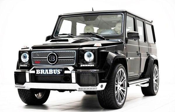 Черный внедорожник Mercedes Brabus G800 вид спереди