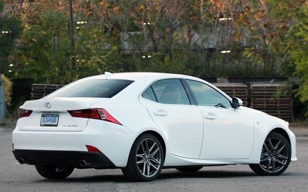 Белый Lexus IS 250 AWD F Sport вид сбоку