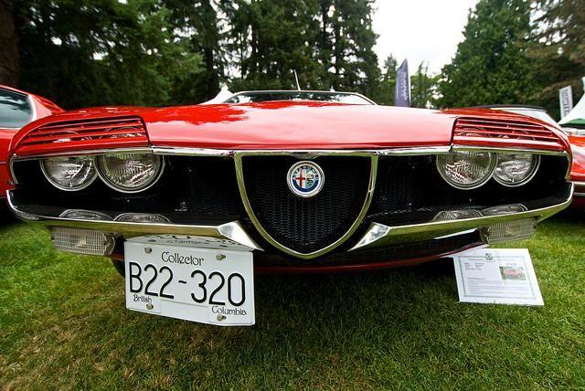 Красный Alfa Romeo Montreal Coupe 1972 вид спереди
