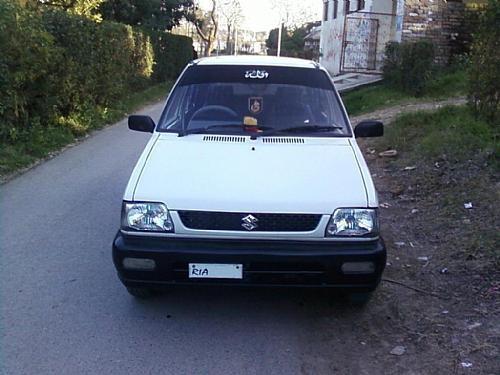 Белый хэтчбек Suzuki Mehran вид спереди