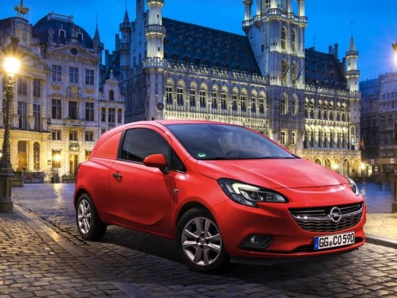 Красный хэтчбек Opel Corsa Van 2015